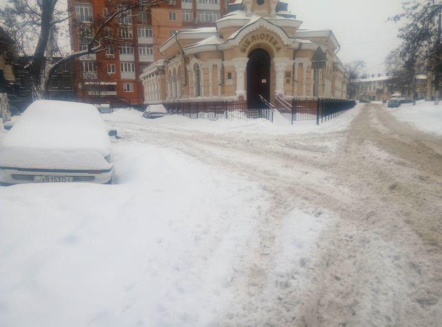 В центре Одессы в снегу застряла скорая (ФОТО), фото-2
