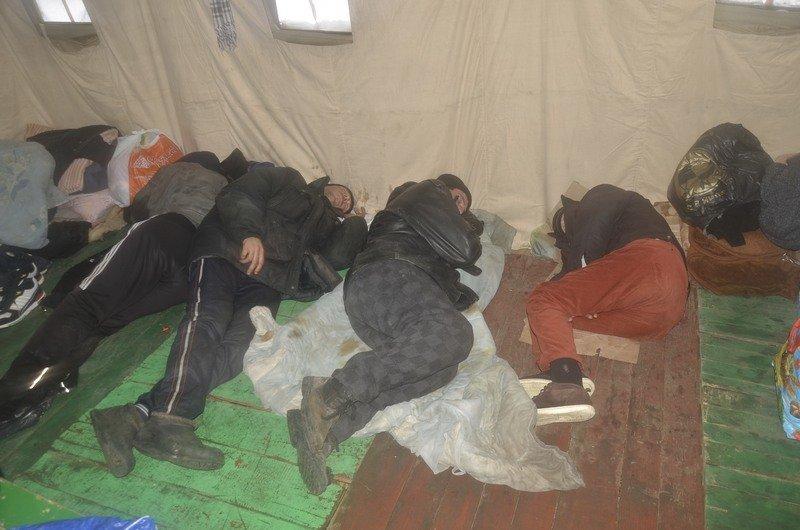 Бездомных Одессы согрели, одели и накормили в парке возле Привоза (ФОТО), фото-7