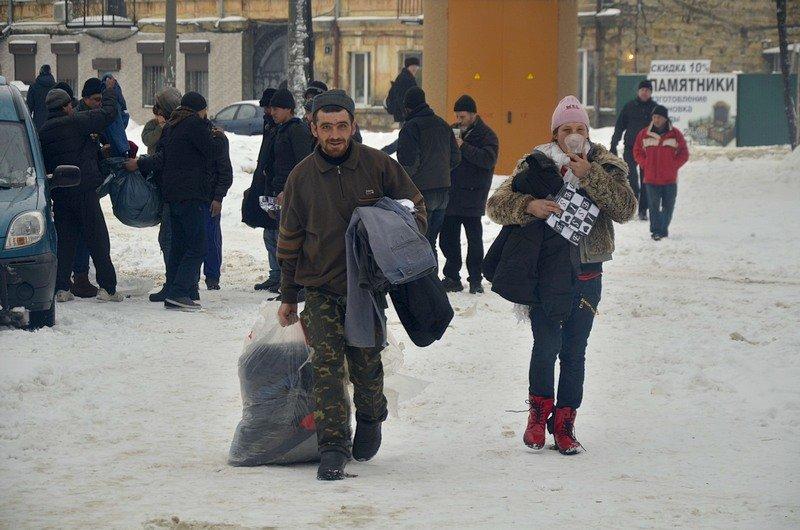 Бездомных Одессы согрели, одели и накормили в парке возле Привоза (ФОТО), фото-18