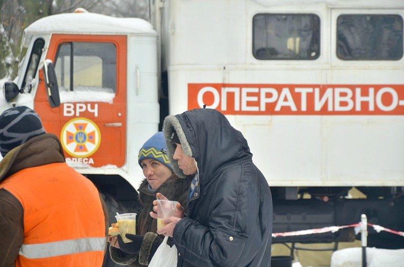 Бездомных Одессы согрели, одели и накормили в парке возле Привоза (ФОТО), фото-2