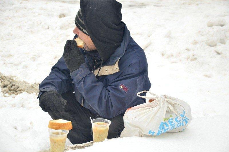 Бездомных Одессы согрели, одели и накормили в парке возле Привоза (ФОТО), фото-14