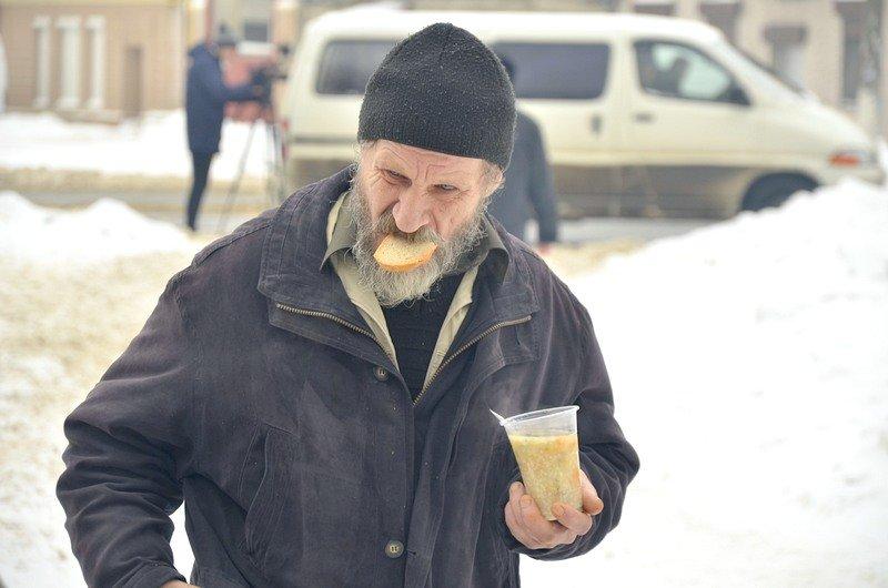 Бездомных Одессы согрели, одели и накормили в парке возле Привоза (ФОТО), фото-15