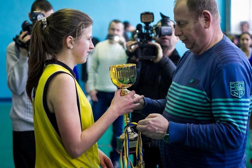 Мелитопольские студентки завоевали победу на областном турнире по стритболу, фото-2