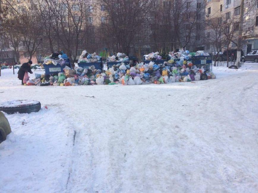 Дворы спальных районов Одессы утопают в мусоре, пока мэр в отпуске, фото-1