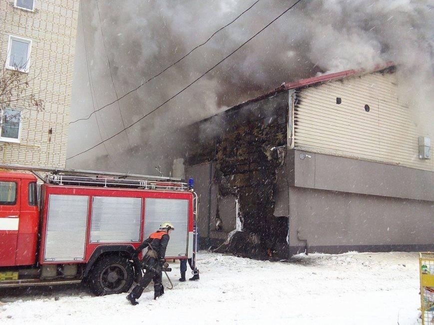 Над горящим в Сумах «Бетоном» нависла дымовая завеса (ФОТО+ВИДЕО), фото-3