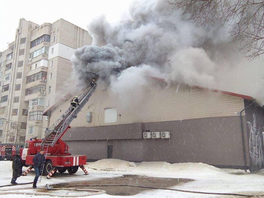 Над горящим в Сумах «Бетоном» нависла дымовая завеса (ФОТО+ВИДЕО), фото-7