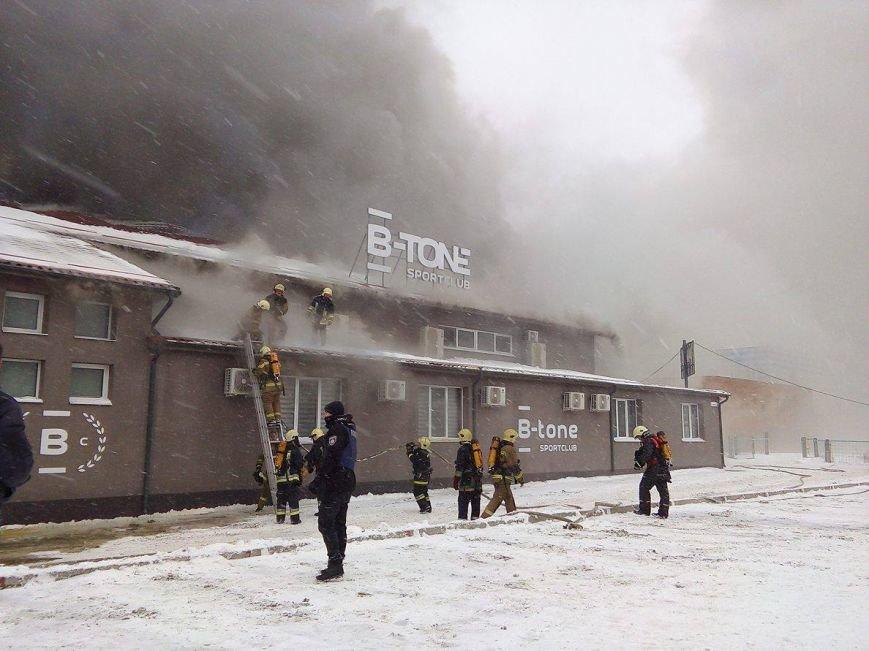 Над горящим в Сумах «Бетоном» нависла дымовая завеса (ФОТО+ВИДЕО), фото-1
