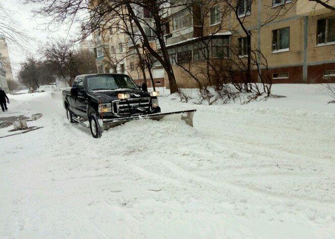 По-богатому: В Одессу на борьбу со снегом вывели американский джип (ФОТОФАКТ), фото-1