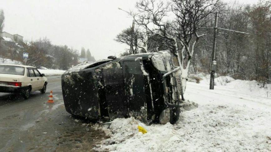 На Салтовке во время движения перевернулся автомобиль (ФОТО), фото-1