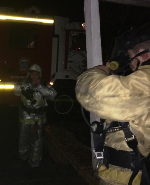 Ночной пожар заставил крымчан выпрыгивать из окон, фото-2