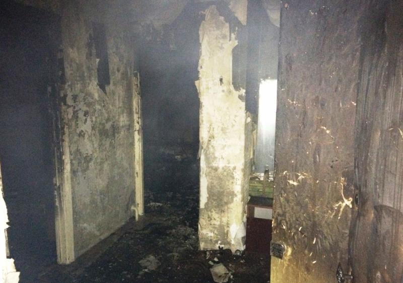 Ночной пожар заставил крымчан выпрыгивать из окон, фото-1