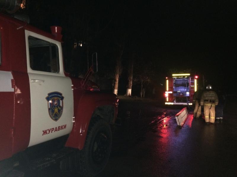 Ночной пожар заставил крымчан выпрыгивать из окон, фото-3