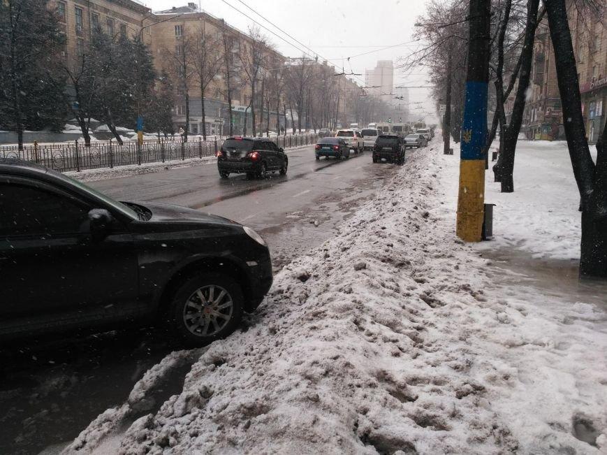 Опять двойка: запорожские коммунальщики не справляются с уборкой улиц от снега, - ФОТО, фото-3