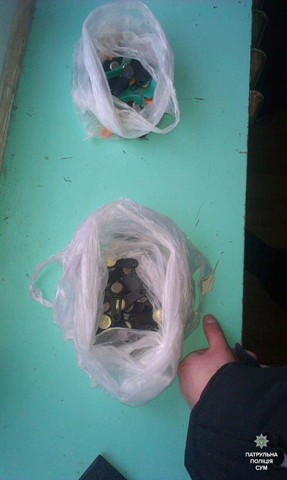 В многоэтажке Сум задержали иногороднего мужчину с декодером и большим количеством ключей для домофона (ФОТО), фото-2