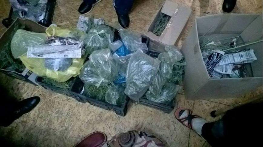 Поліцейські затримали жителя Броварщини, який незаконно зберігав зброю, набої та наркотики (Фото), фото-1