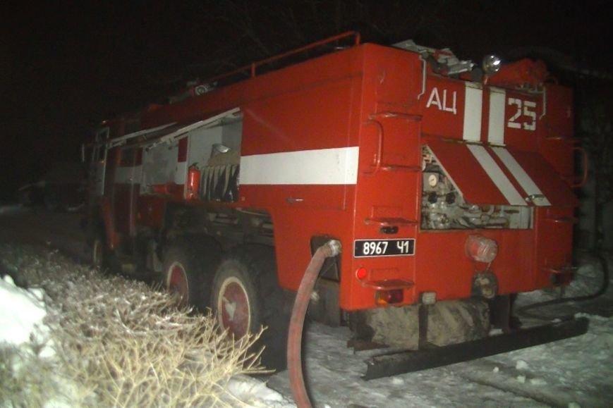 Под Харьковом загорелся дом. Соседи успели спасти двоих жильцов (ФОТО), фото-1
