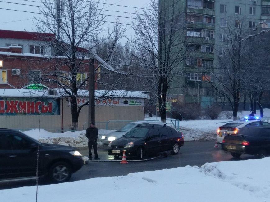 В Харькове уличный фонарь упал на автомобиль (ФОТО), фото-1