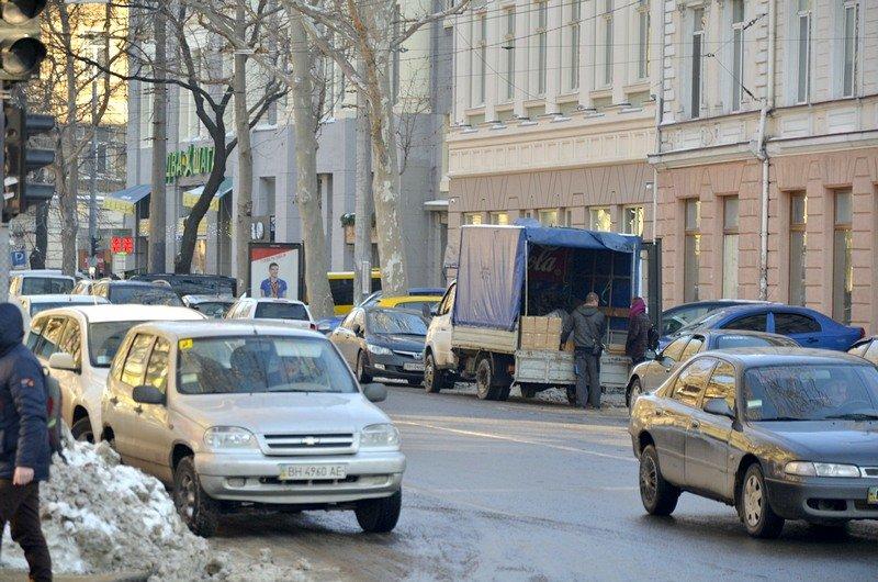 В Одессе грузовики возле магазинов осложнили ситуацию на дорогах (ФОТО), фото-3
