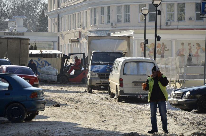 В Одессе грузовики возле магазинов осложнили ситуацию на дорогах (ФОТО), фото-1