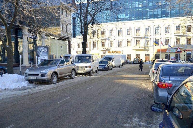 В Одессе грузовики возле магазинов осложнили ситуацию на дорогах (ФОТО), фото-10