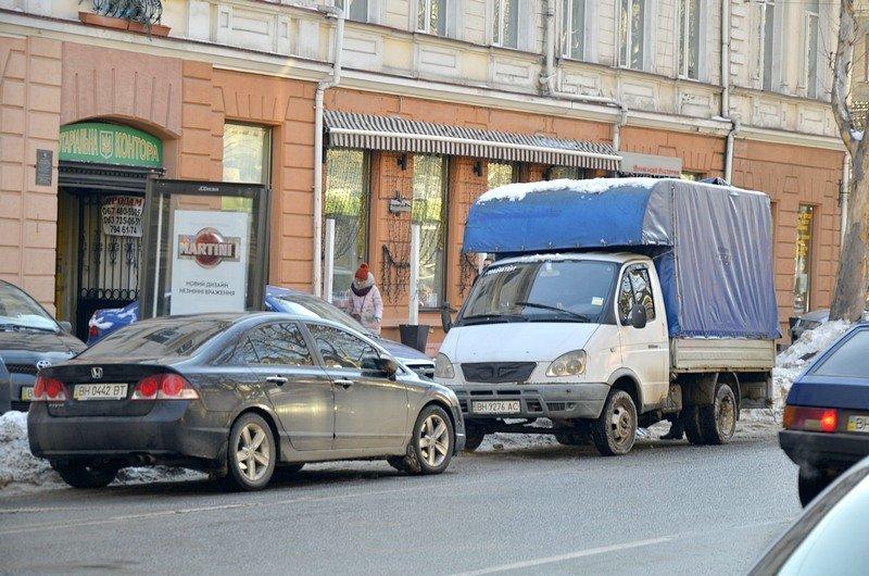 В Одессе грузовики возле магазинов осложнили ситуацию на дорогах (ФОТО), фото-4