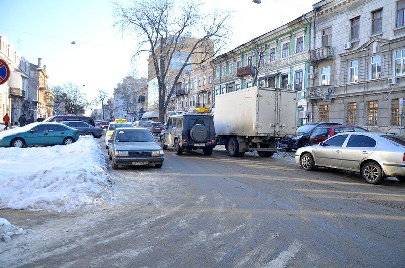 В Одессе грузовики возле магазинов осложнили ситуацию на дорогах (ФОТО), фото-9