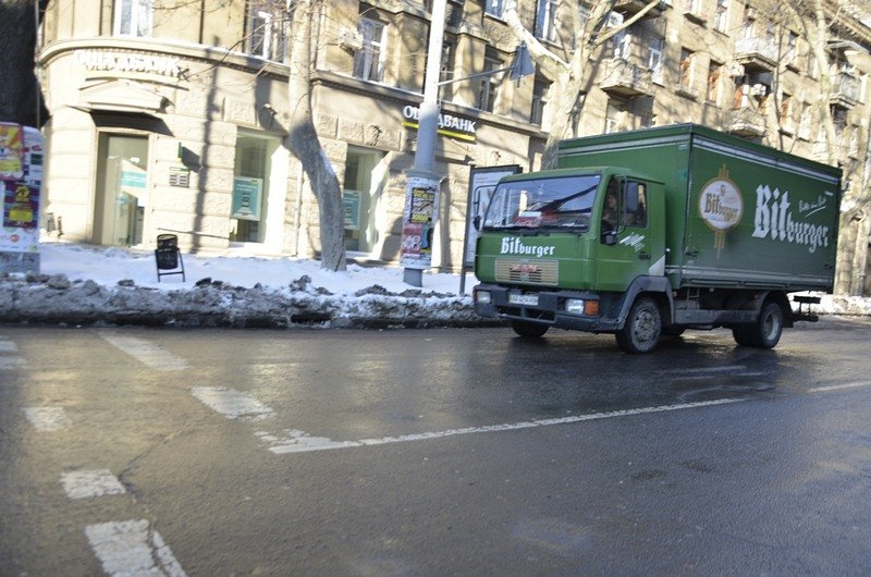 В Одессе грузовики возле магазинов осложнили ситуацию на дорогах (ФОТО), фото-7