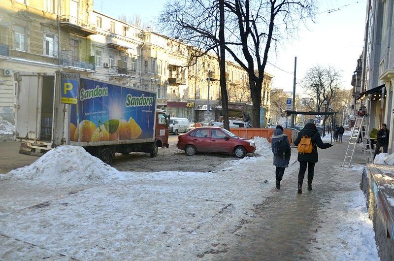 В Одессе грузовики возле магазинов осложнили ситуацию на дорогах (ФОТО), фото-5