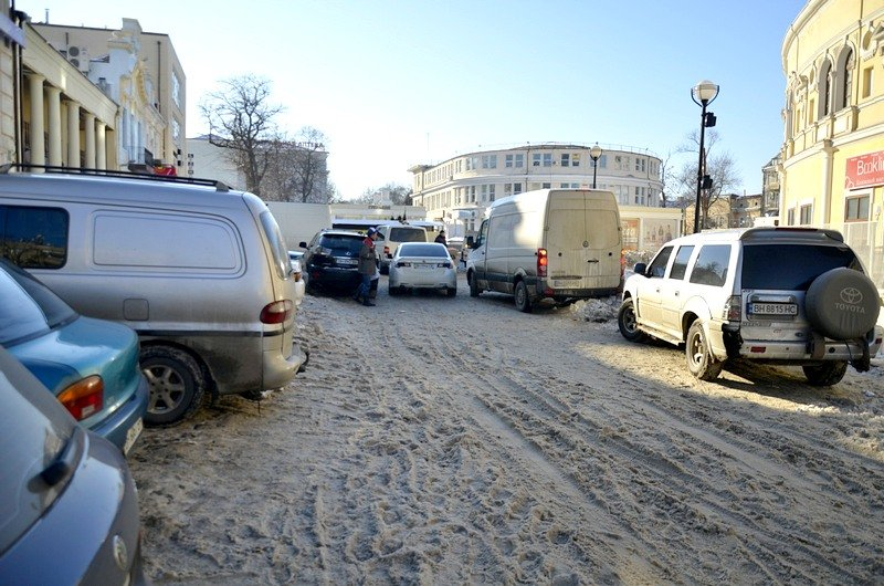 В Одессе грузовики возле магазинов осложнили ситуацию на дорогах (ФОТО), фото-11