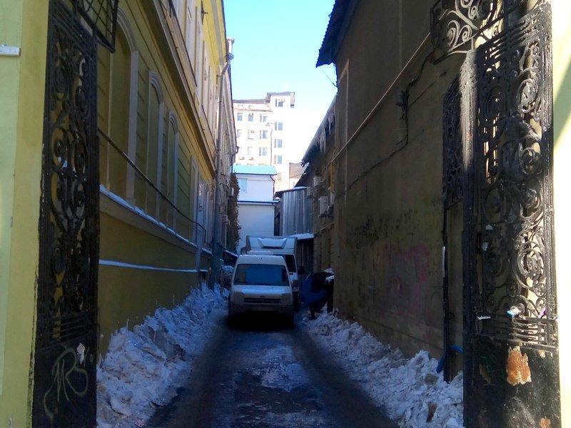 В Одессе грузовики возле магазинов осложнили ситуацию на дорогах (ФОТО), фото-17