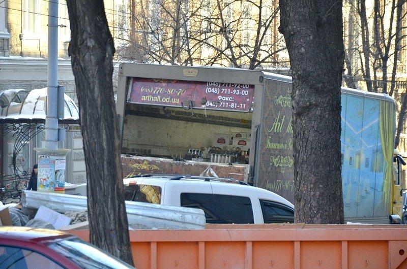 В Одессе грузовики возле магазинов осложнили ситуацию на дорогах (ФОТО), фото-6