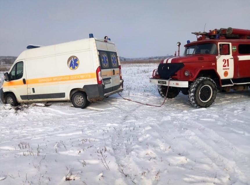 В Запорожской области скорая помощь застряла в снегу, - ФОТО, фото-2