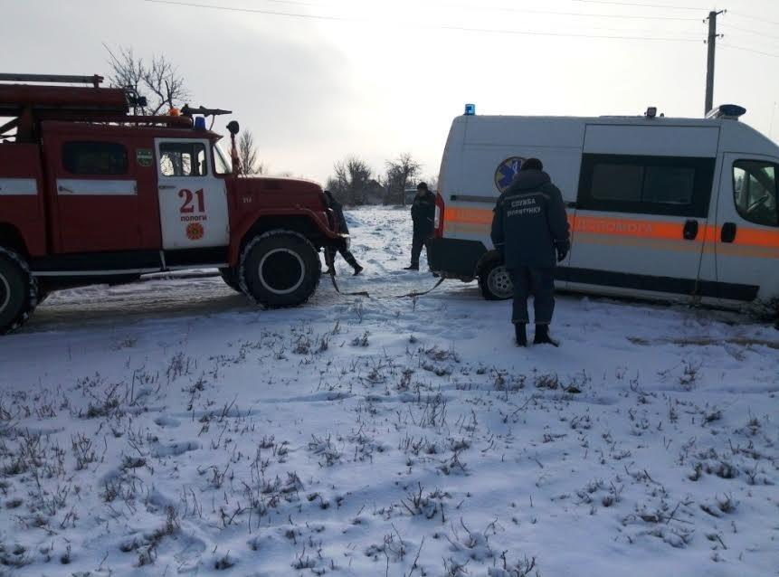 В Запорожской области скорая помощь застряла в снегу, - ФОТО, фото-1