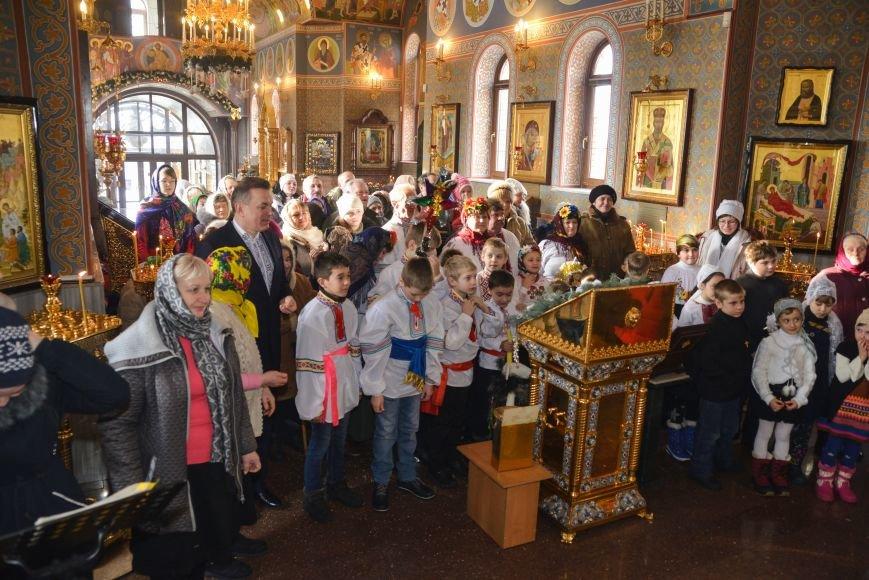 В Свято-Покровском храме прихожане соревновались в исполнении колядок и щедривок, фото-4