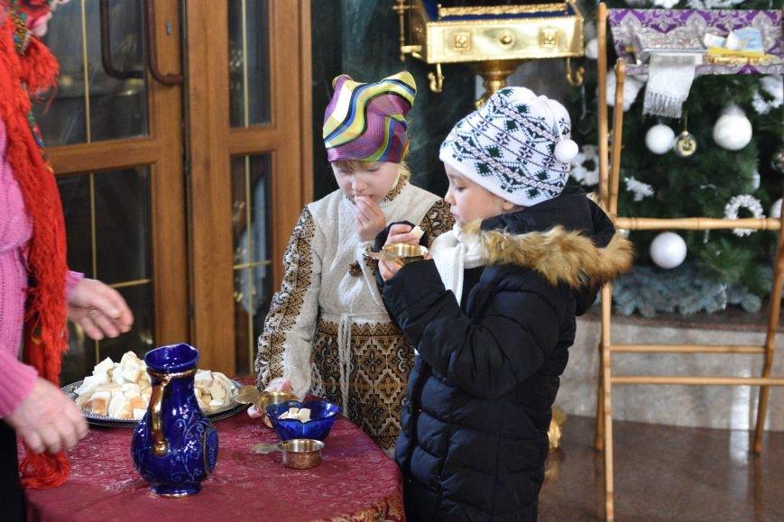 В Свято-Покровском храме прихожане соревновались в исполнении колядок и щедривок, фото-1