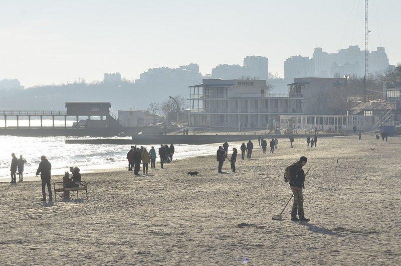 Одесситы вышли к морю греться на солнце (ФОТО), фото-4
