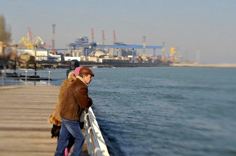 Одесситы вышли к морю греться на солнце (ФОТО), фото-1