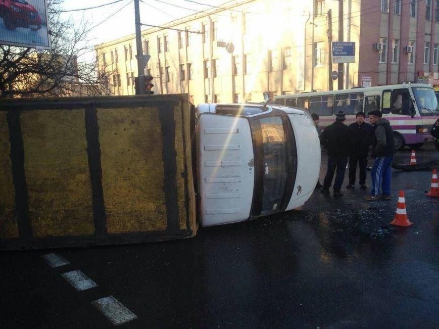 В Одессе перевернулся грузовик, фото-2