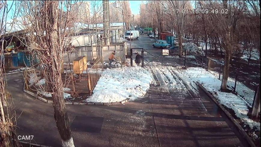 Одесского похитителя велосипедов сняла видеокамера, фото-3