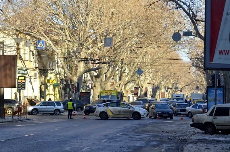 В центре Одессы огромная пробка из-за перекрытия улицы для уборки снега (ФОТО), фото-7