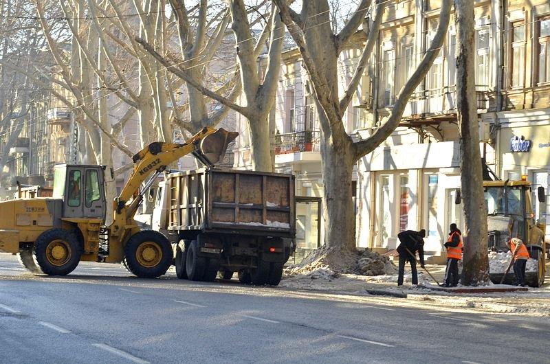 В центре Одессы огромная пробка из-за перекрытия улицы для уборки снега (ФОТО), фото-6