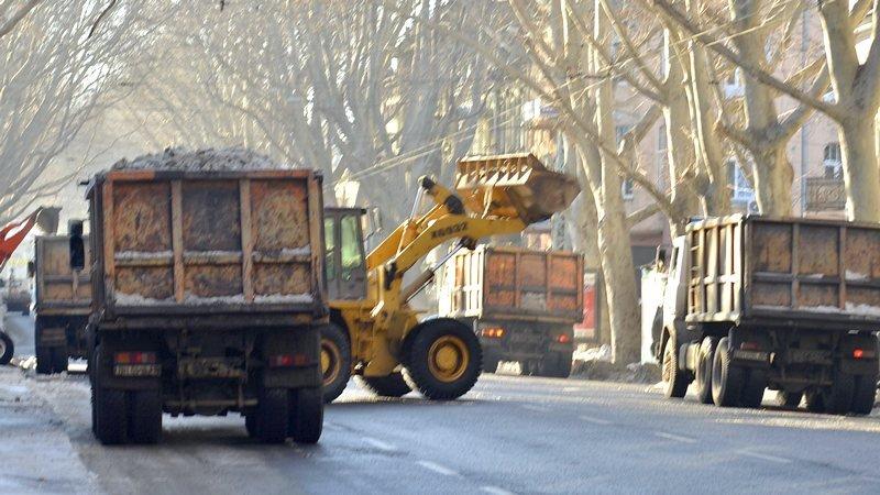 В центре Одессы огромная пробка из-за перекрытия улицы для уборки снега (ФОТО), фото-5