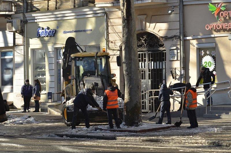 В центре Одессы огромная пробка из-за перекрытия улицы для уборки снега (ФОТО), фото-8