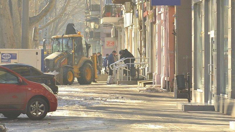 В центре Одессы огромная пробка из-за перекрытия улицы для уборки снега (ФОТО), фото-3