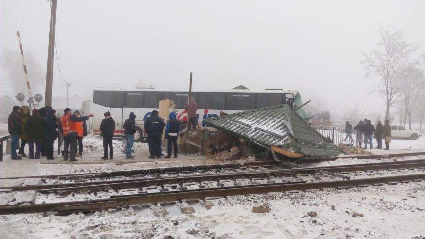 На Буковині водій автобуса влаштував ДТП на залізничному переїзді (ФОТО), фото-1