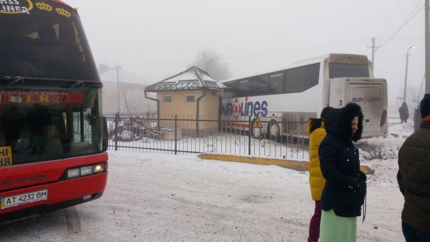 На Буковині водій автобуса влаштував ДТП на залізничному переїзді (ФОТО), фото-7