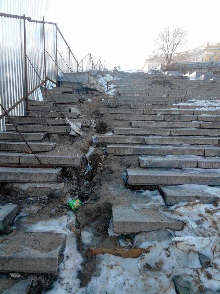 Как уничтожается Потемкинская лестница в Одессе: Шокирующие фото (ФОТО), фото-2