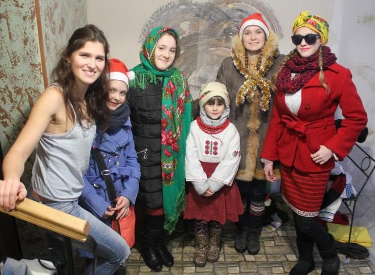 Юні броварчани подарували місцевим жителям справжній святковий «вертеп» (Фото), фото-3