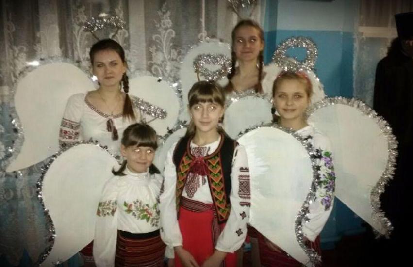 Юні броварчани подарували місцевим жителям справжній святковий «вертеп» (Фото), фото-2