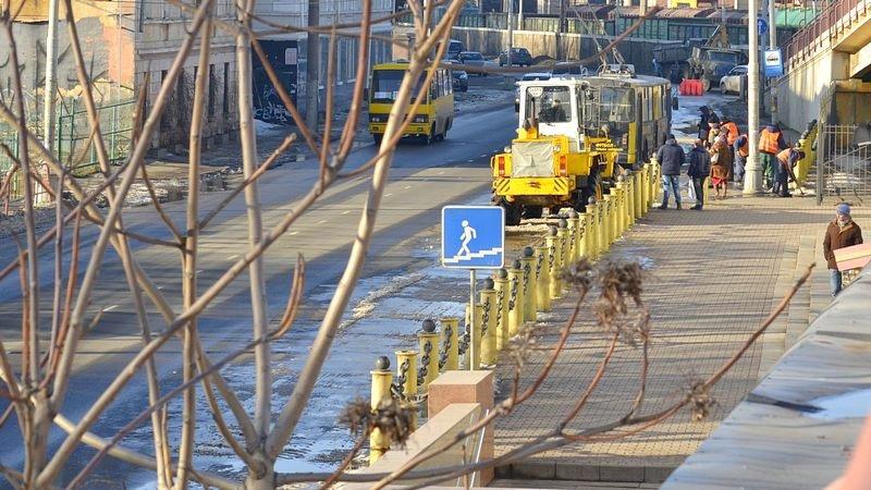 Возле одесского порта коммунальщики набросали снега на дорогу (ФОТО), фото-2